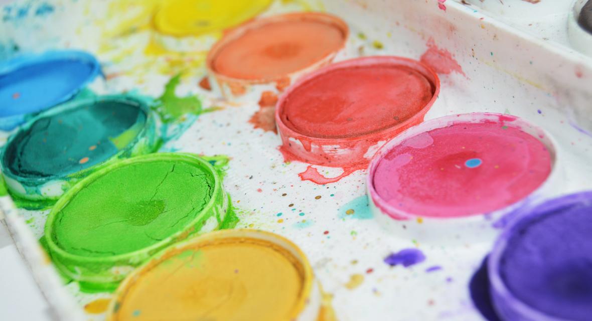 Dreckige Wasserfarben zum malen
