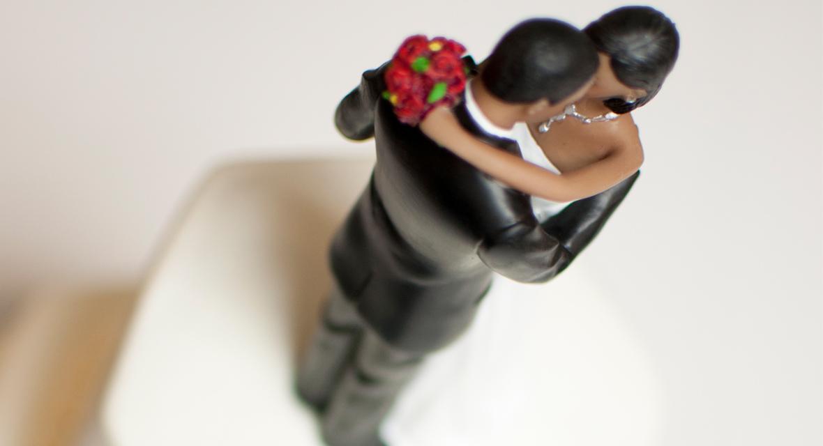 Brautpaar Figur auf Hochzeitstorte