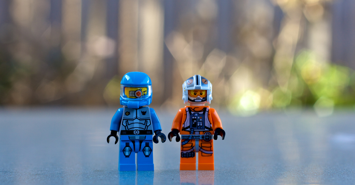 Zwei Rennfahrer-Legofiguren: Das kannst du daraus basteln