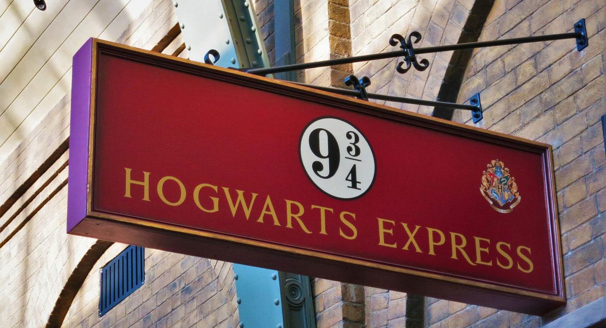Schild mit Hogwarts Express von Harry Potter