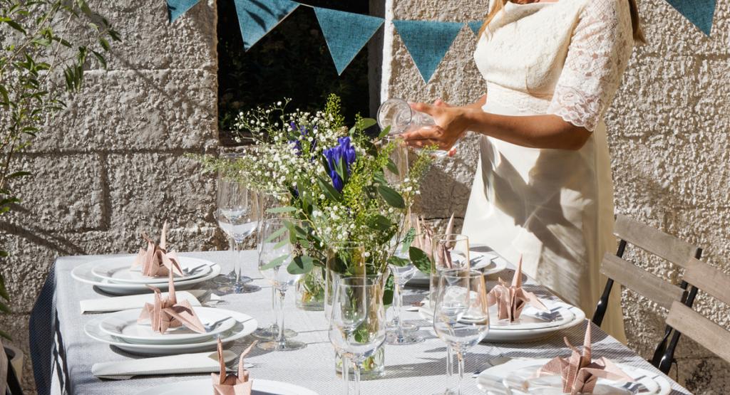 Hochzeitstischdeko aus Tapete basteln