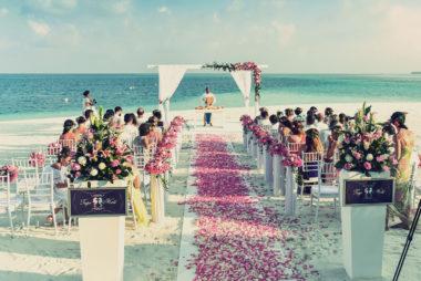Eine romantische Hochzeit am Strand