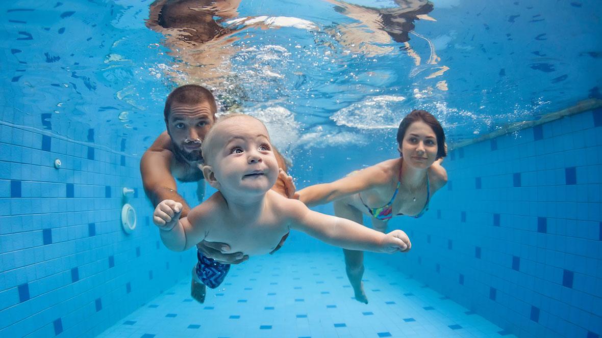 Babyschwimmen - Bambini in piscina a 3 anni ...