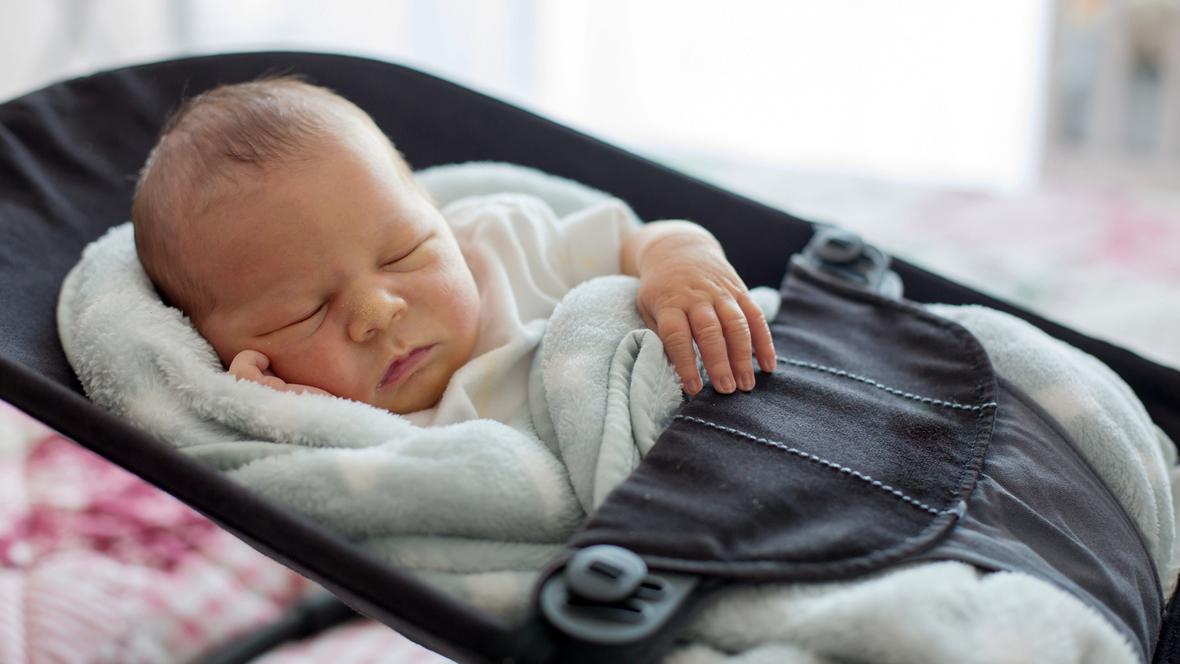 7 lebenswoche entwicklung eines babys mit 7 wochen. Black Bedroom Furniture Sets. Home Design Ideas