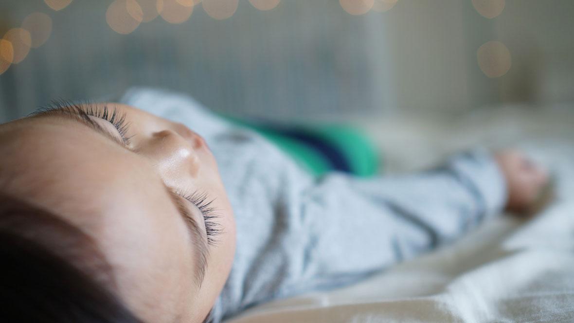 Baby schläft nach Schlaflied
