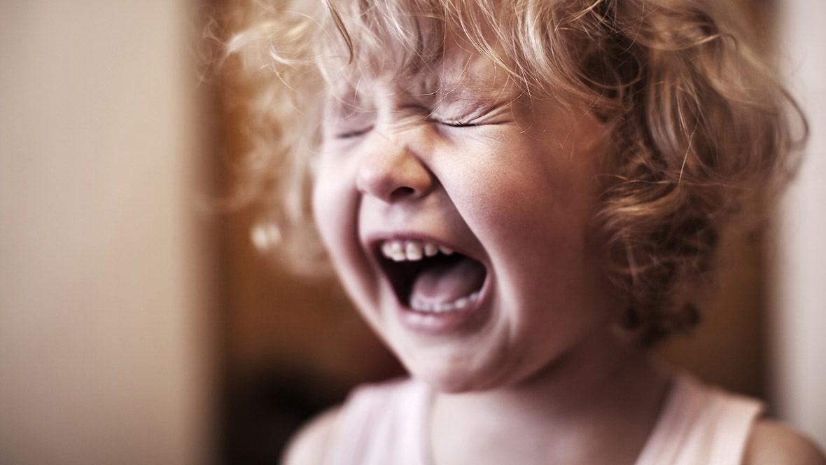 Kind Reißt Sich Haare Aus Wut