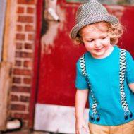 kleiner Junge mit Hut
