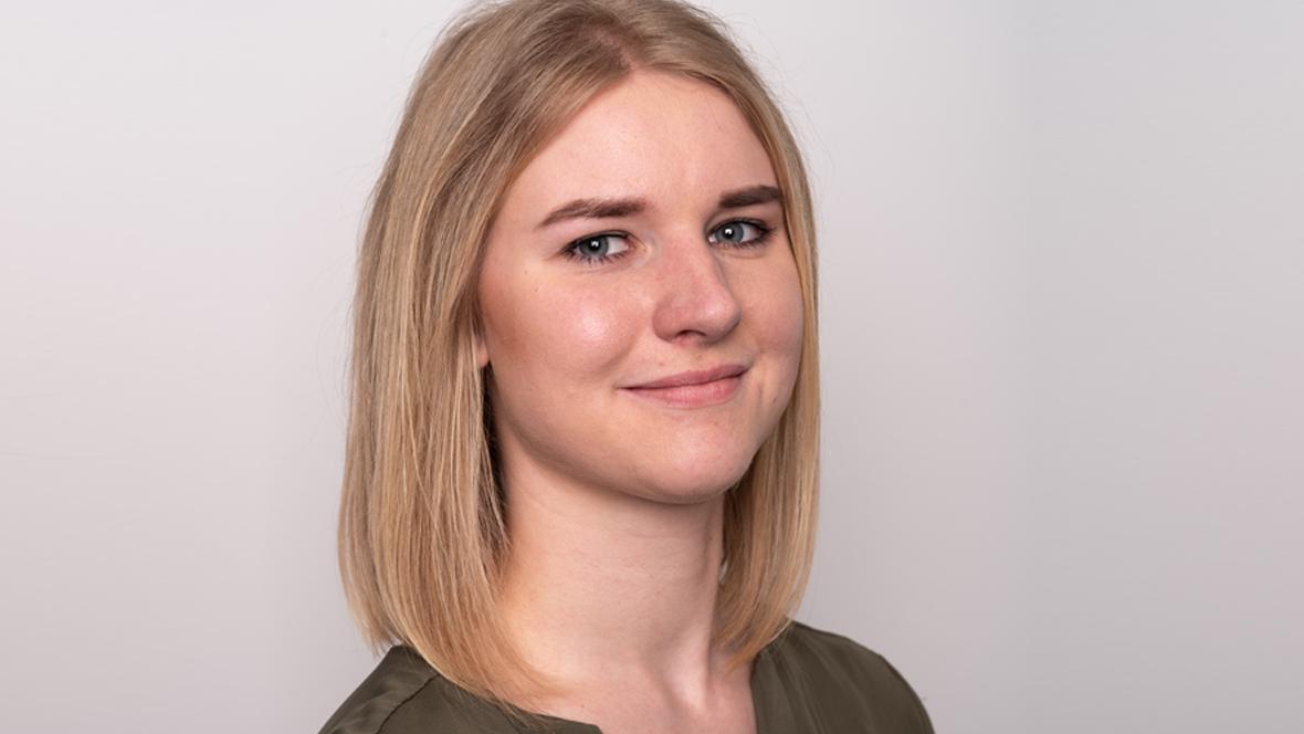 Julia Göge im Profil.