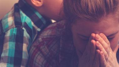 Traurige Mama mit ihrem Kind