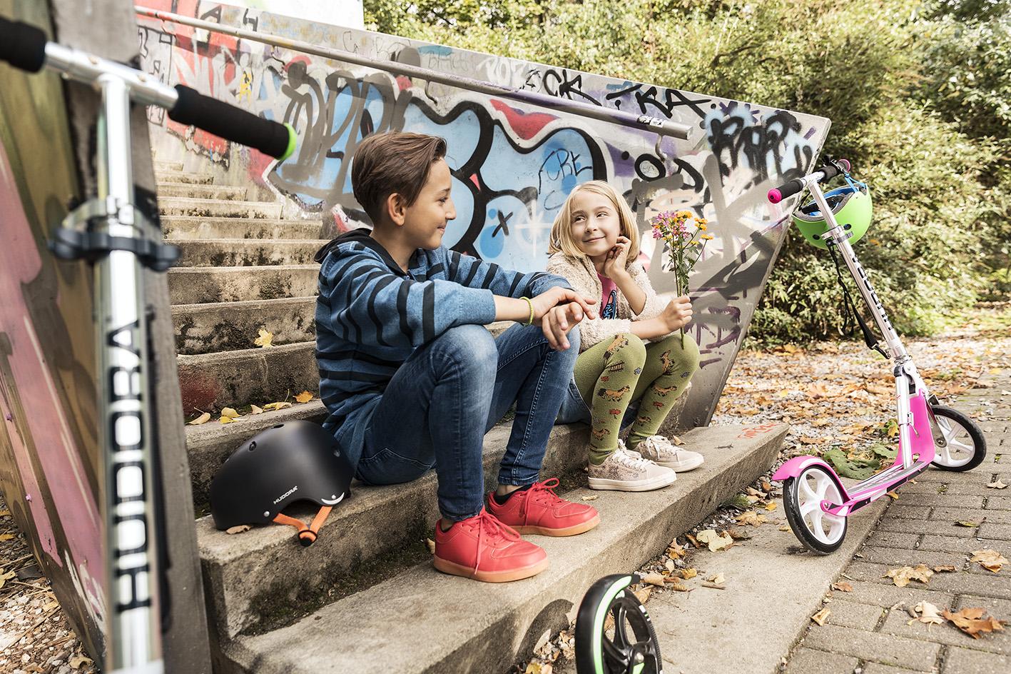 Kinder mit Hudora Roller