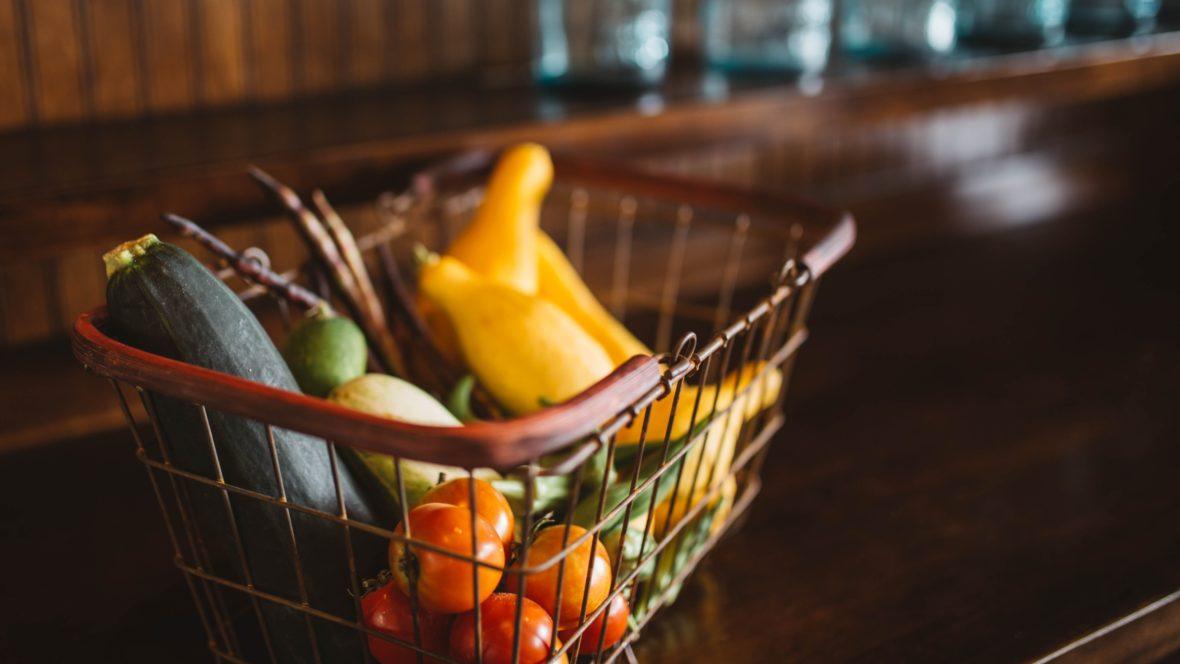 Obst und Gemüse bringen mit ihrer Schale bereits die perfekte Verpackungen mit - zusätzliches Plastik muss nicht sein.