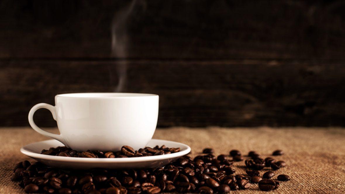 Kaffee erfrischt einen müden Geist und fahle Haut.