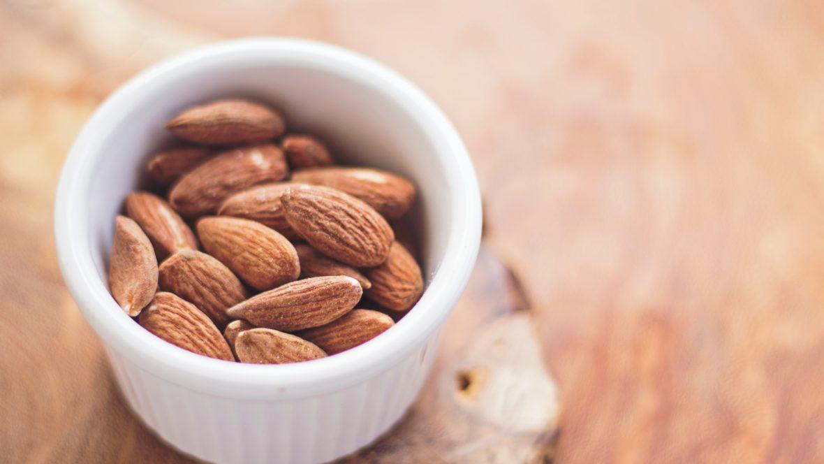 Mandeln strotzen nur so vor wichtigen Nährstoffen wie Magnesium und Kalzium!