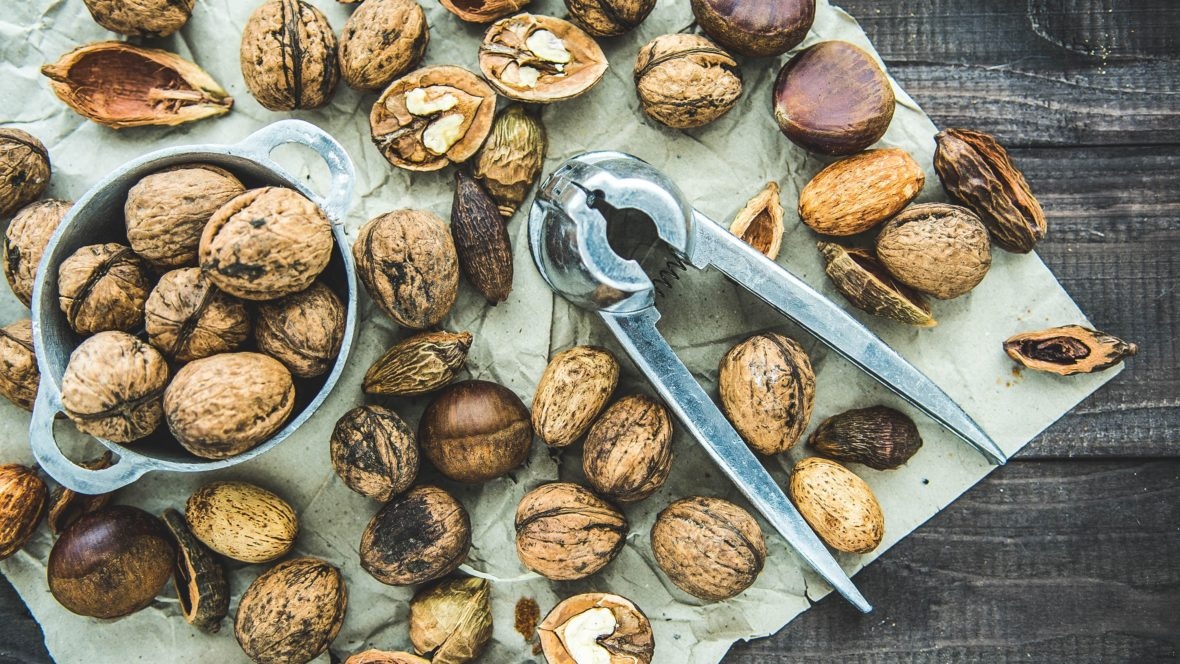 Nüsse sind leckere kleine Vitaminbündel, die auch als cremiges Mus, sehr gut schmecken!