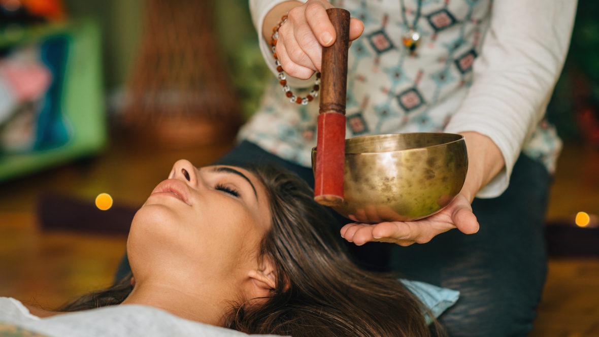 Klangtherapie kann uns helfen, wieder in unsere Mitte zu kommen.