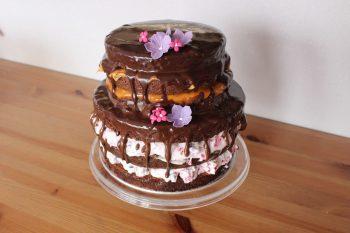 """Die wunderschöne Hochzeitstorte im Stil des """"Naked Cake""""."""