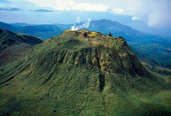 Atemberaubender Vulkan in der Karibik