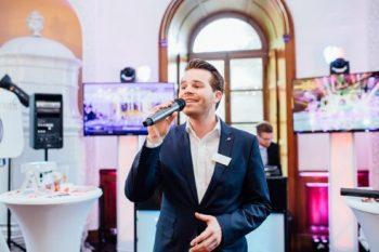"""Sänger Fabian Schmelcher auf der  Hochzeitsmesse """"Tatsächlich Liebe"""""""