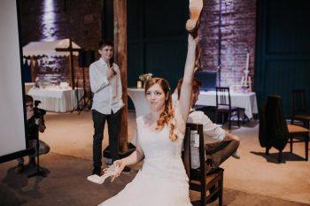 Fragen Hochzeitsspiel Schuhe heben