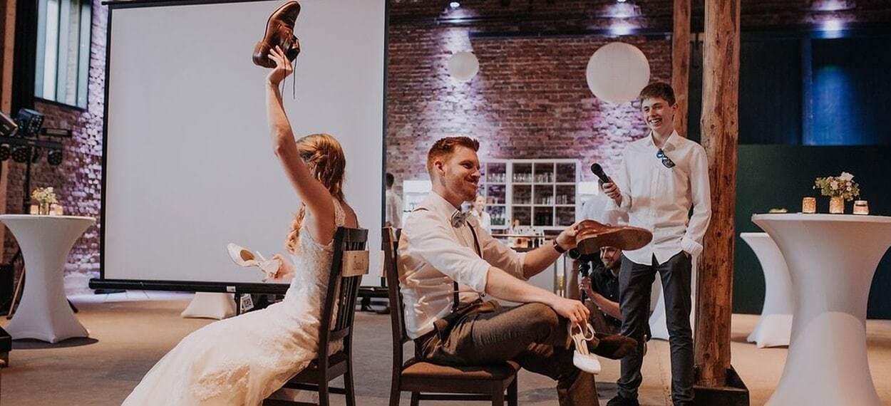 Ablauf Fragen Fur Das Lustige Hochzeitsspiel Schuhe Heben