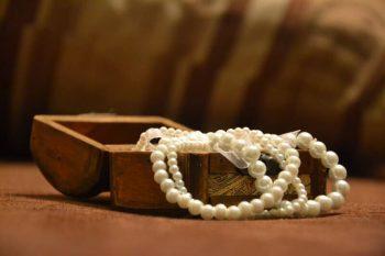 Schmuckkästchen Erbstück Armband Hochzeitsbrauch neu alt geliehen blau