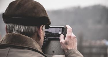Top 5 bedste mobiltelefoner til seniorer – guide og priser