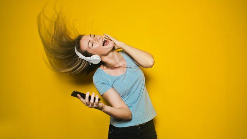 Bedste mobilabonnementer med musik – spar på streaming