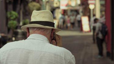Mobiltelefoni til ældre – anbefalede mobilabonnementer
