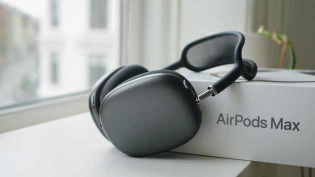 Apple AirPods Max test headset