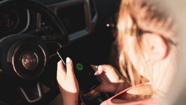 Danskerne bruger massevis af data i bilen på vej på ferie