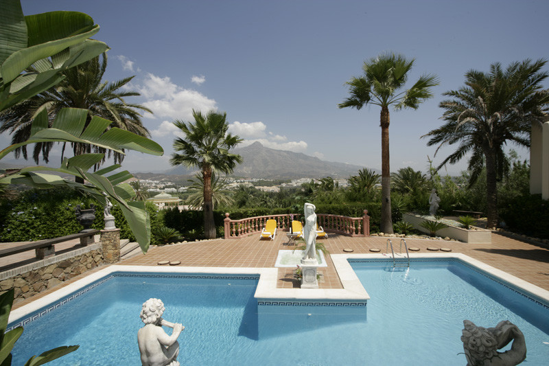 DREAM MANSION WITH 10 BEDS IN MARBELLA – NUEVA ANDALUCIA