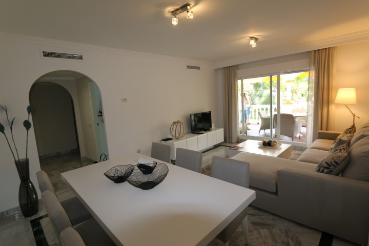 Modern 2 bed Apartment in the Popular Dama de Noche for holiday rental walking distance to Puerto Banus