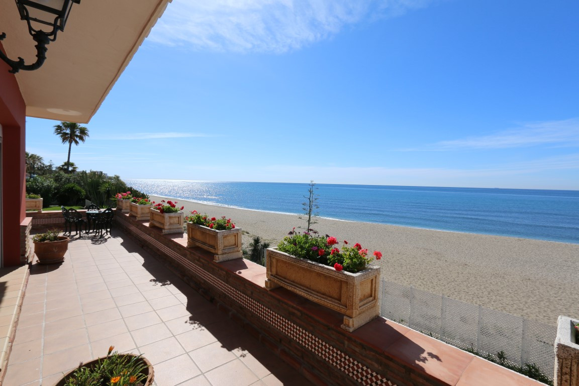 FRONT LINE BEACH VILLA CABOPINO AMAZING HOLIDAY VILLA IN MARBELLA