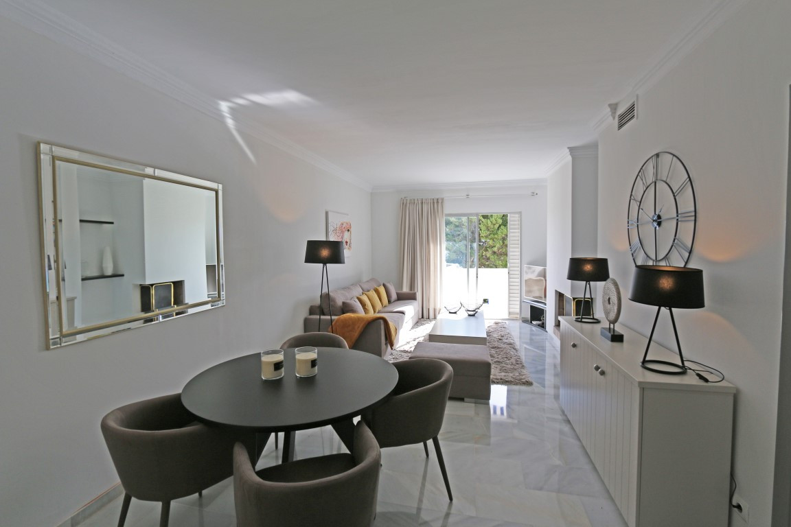 Holiday rental in the popular Complex ,Los Dragos, walking distance to all amenities of Nueva Andalucia and Puerto Banus