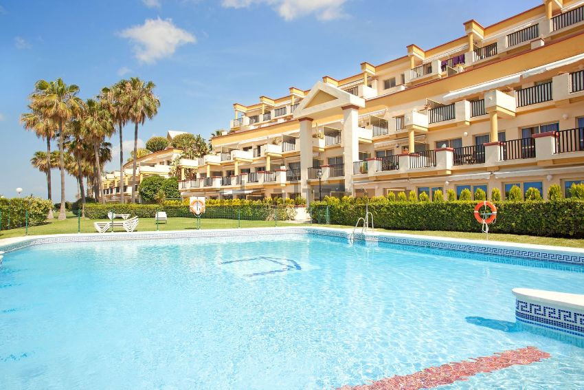 Front Line Beach Studio Apartment in Elviria-Marbella walking distance to Don Carlos and Nikki Beach