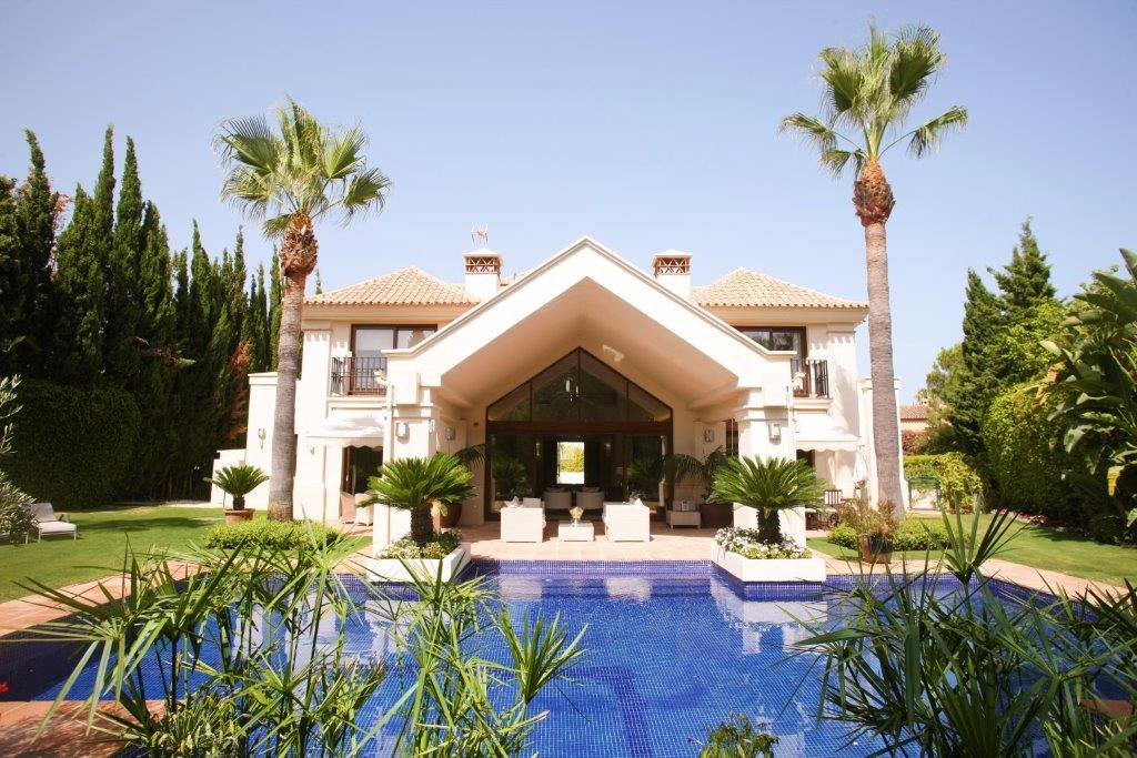 Luxury Villa in the heart of Nueva Andalucia walking distance to amenities