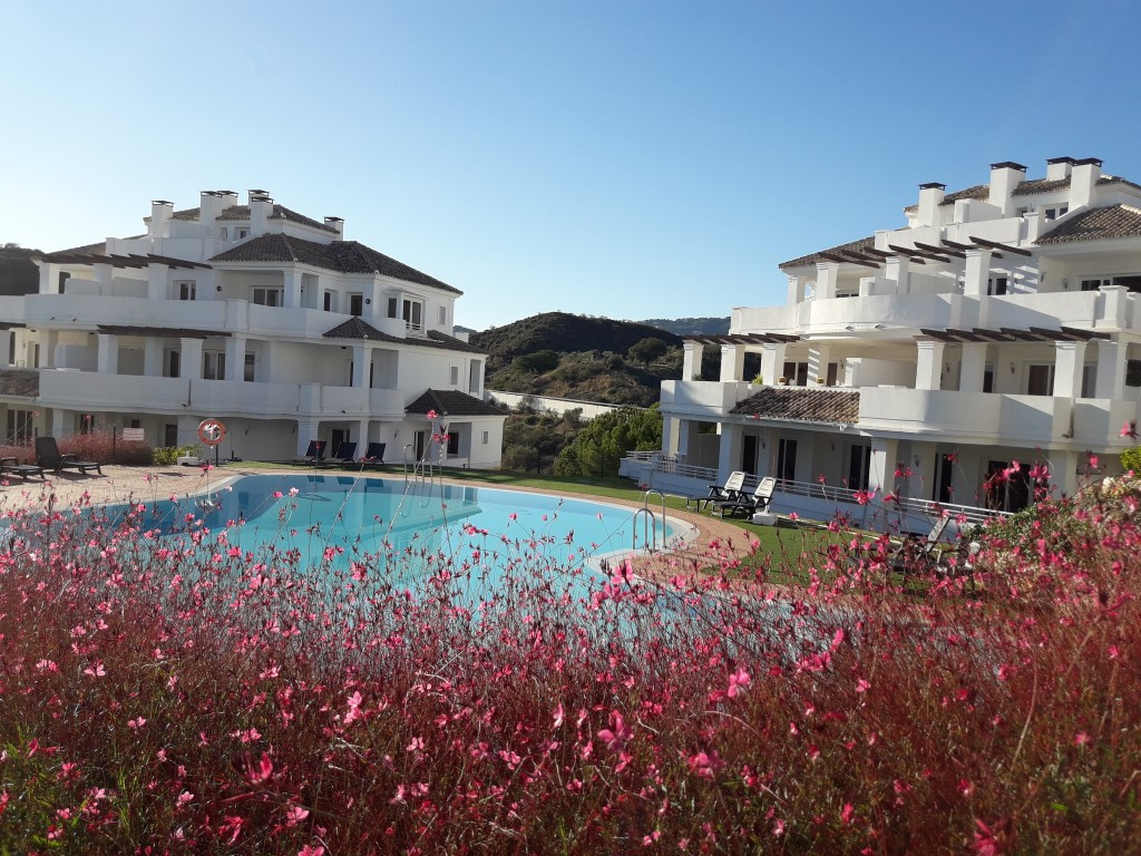 Luxury spacious and luminous  Two  Bedroom apartment for long term rent in Nueva Andalucia with fantastic Views High Quality Construction