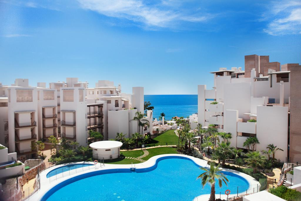 Modern Front line beach luxury 2 bed Apartment in Estepona New Golden Mile