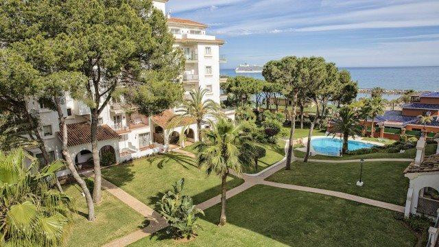 Fantastic 2 bed apartment in Puerto Banus just by the famous Ocean Club Front Line Beach