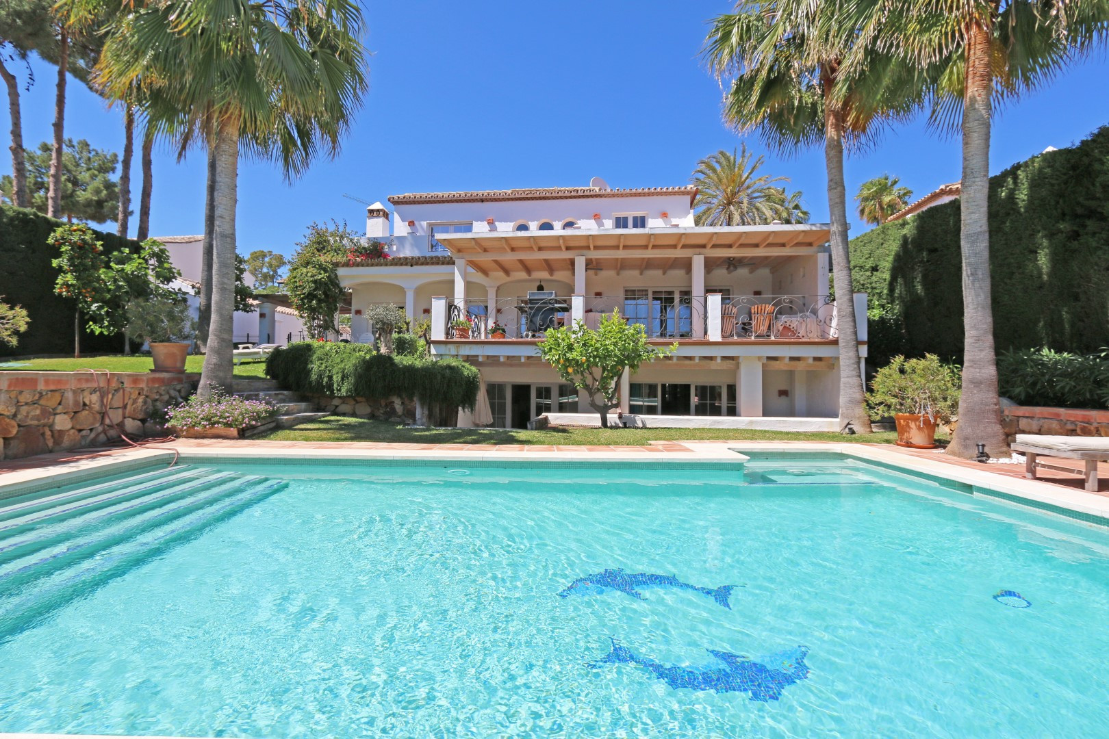 Delightful five bedroom family villa in Nueva Andalucia close to Amenities