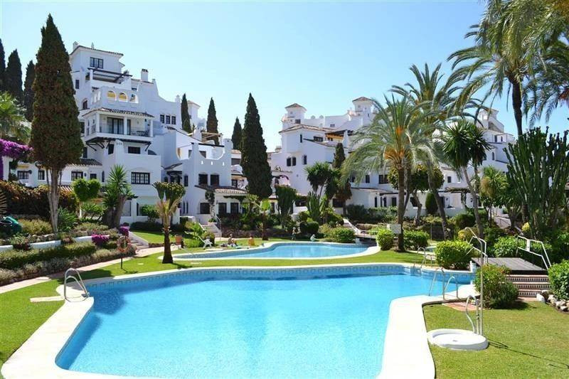 Apartment walking distance to all amenities in Nueva Andalucia