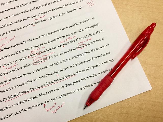 Grammatikfehler werden in der Schule rot markiert