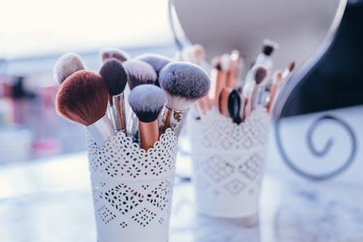 Produktbeschreibungen Make-up