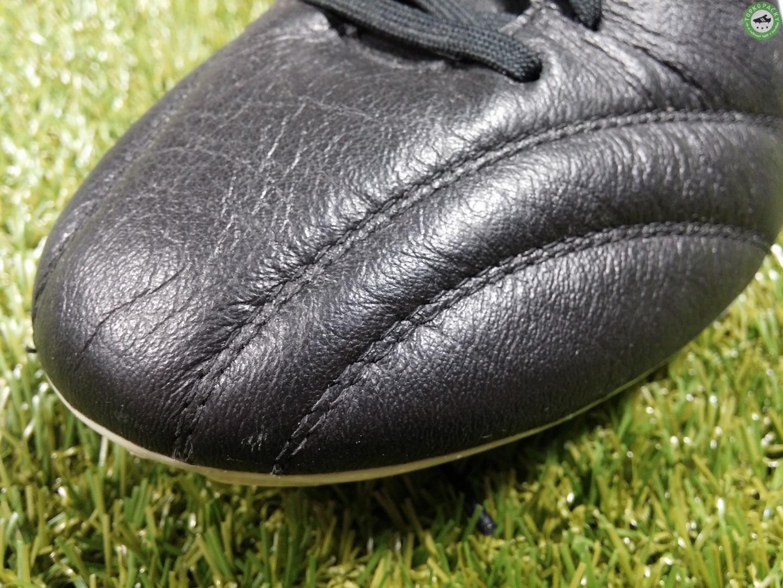svršek kopačky Nike Premier