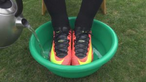 trik s horkou vodou u kopaček