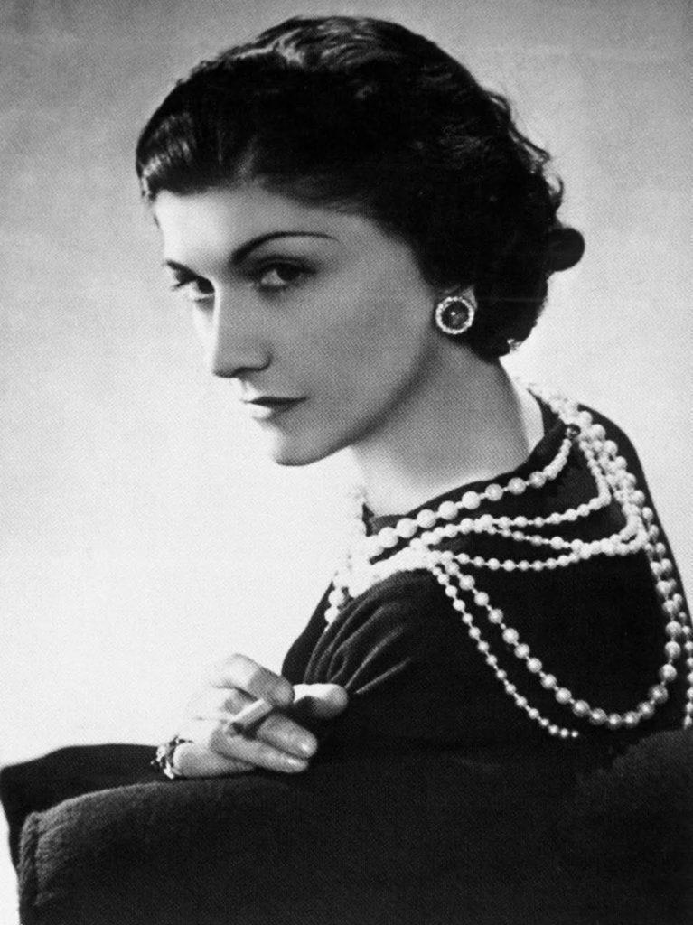 Coco Chanel ellentmondásos alak volt. Néhány azt állították, hogy német kém volt, de bizonyítani soha nem tudták.
