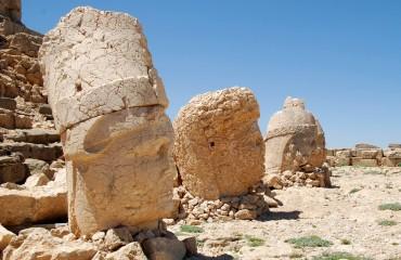 rzeźby z góry Nemrut