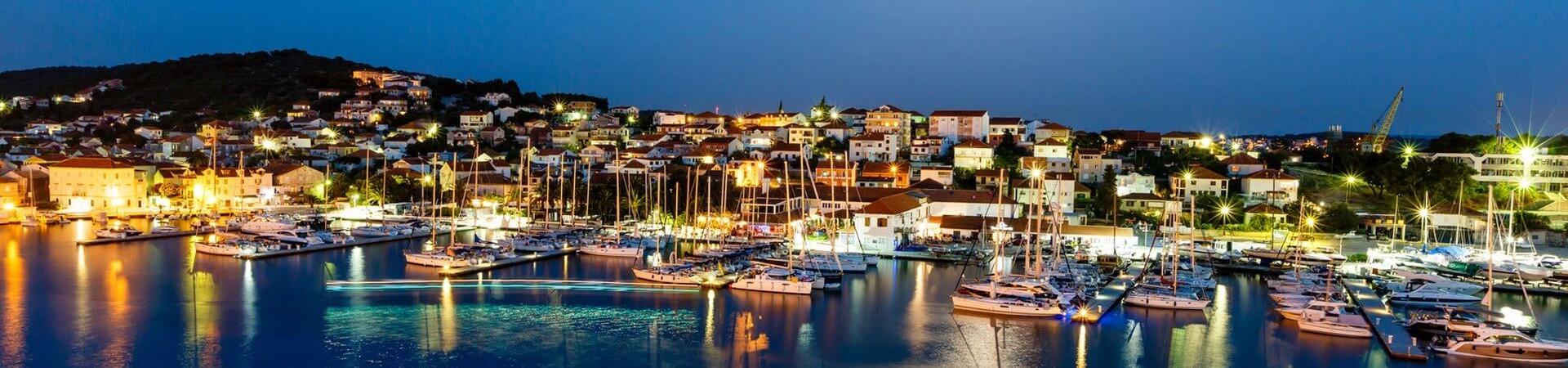 Port w Ciovo noca