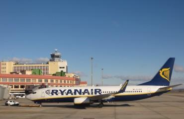 ryanair_samolot_lotnisko