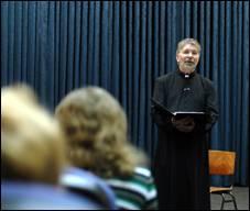 Проповідь священика: жанр – моновистава